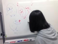 【鹿児島】放課後風景・・ホワイトボードに落書き発見・・書いている人を発見!
