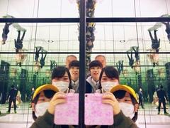 【大宮】鏡の前で