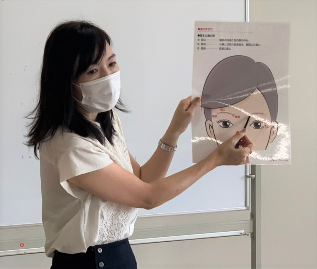 https://www.hchs.ed.jp/campus/takamatsu/images/0820%E3%83%A1%E3%82%A4%E3%82%AFOC.jpg