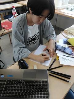 【東京】デザイン授業はイラストレーターを使って制作がスタート!