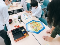 【横浜】ゲームプレイ(ボードゲーム)の授業風景