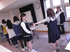 室蘭学習センターの「手話」授業が新聞で紹介されました!